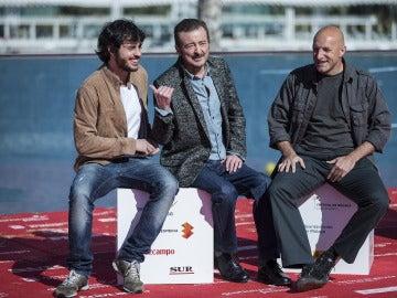 El director y productor Chema Rodríguez y los actores, Juan Diego y Javier Pereira
