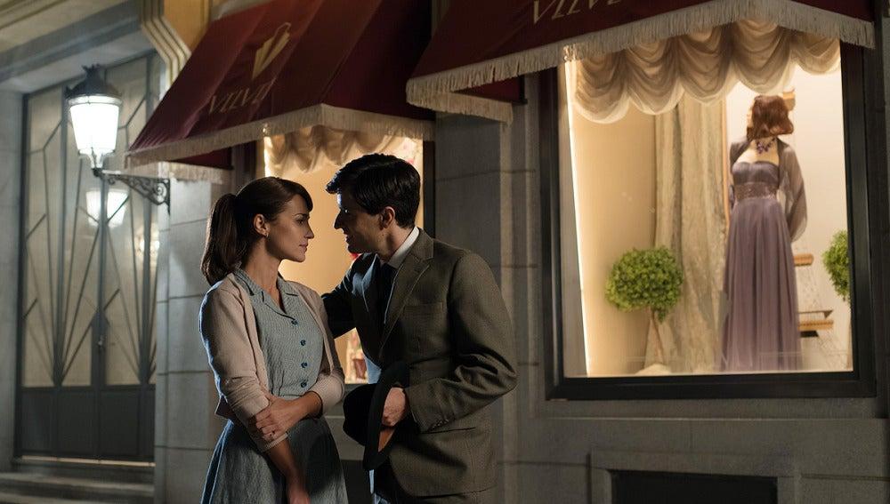 Antonio acompaña a Ana a las galerías