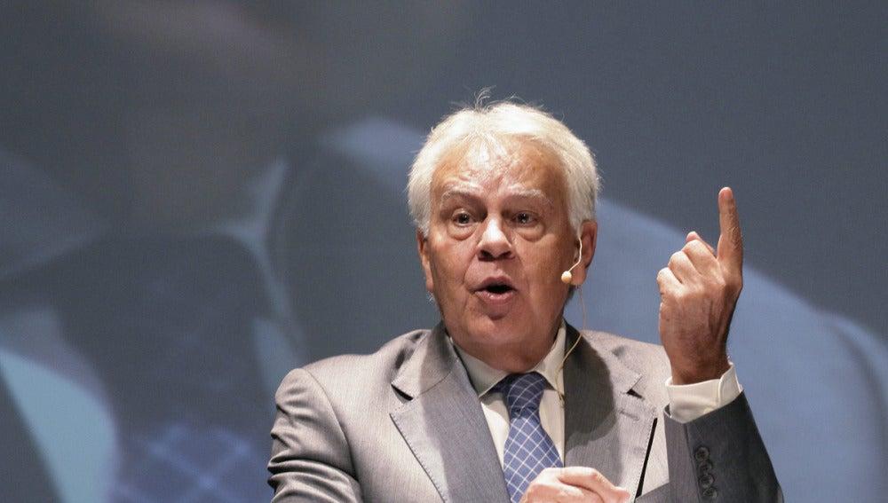 Felipe González en un acto en México