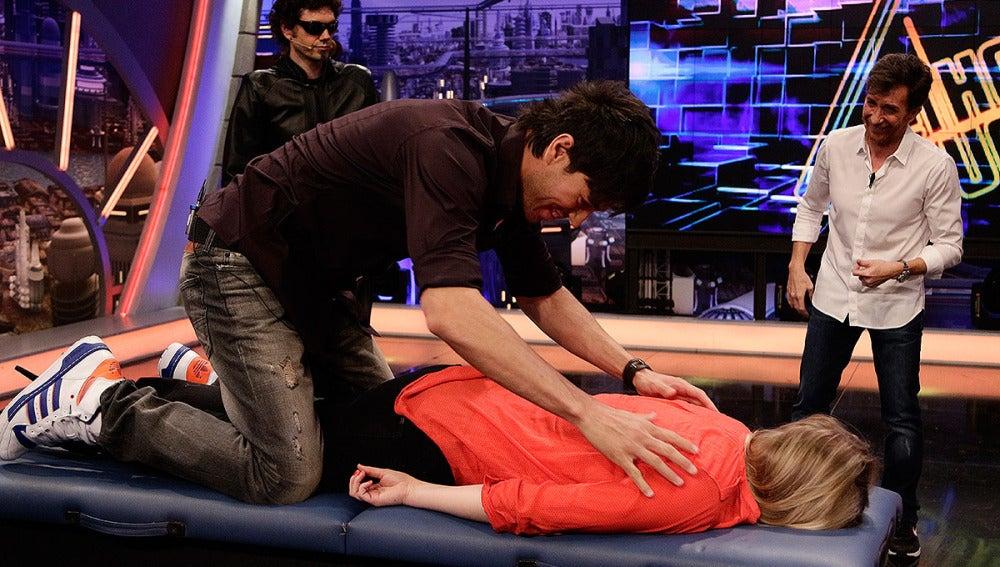 Enrique Iglesias sorprende a una chica del público