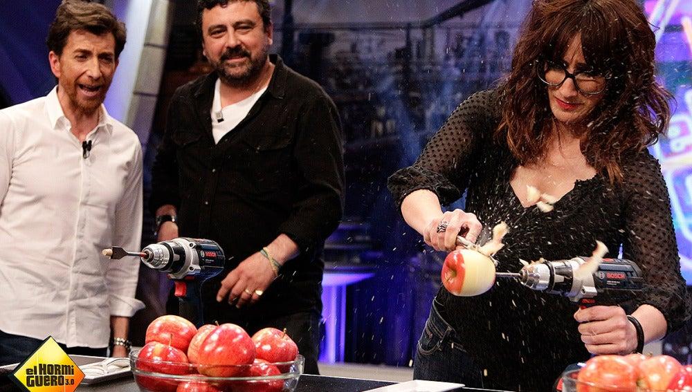 Ana Morgade pelando manzanas en El Hormiguero 3.0