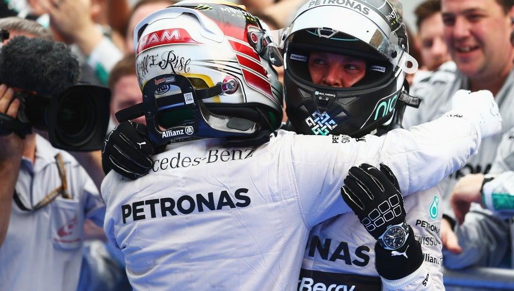 Lewis Hamilton y Nico Rosberg celebran su doblete en Malasia