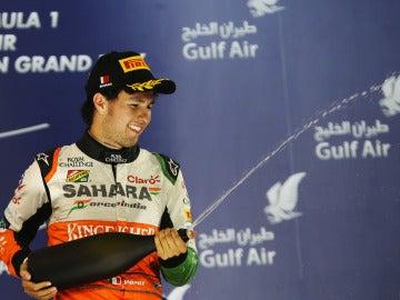 Pérez disfruta del champán del podio