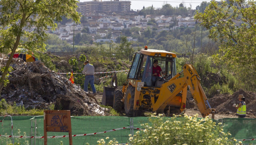 Una excavadora en las labores de búsqueda de Marta del Castillo