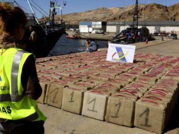Fardos de hachís en el puerto de Almería