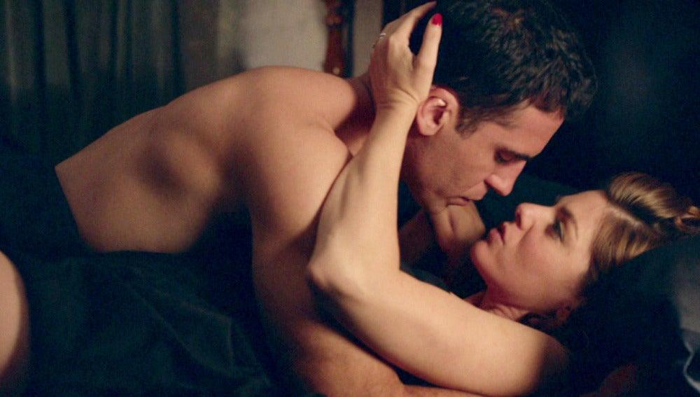 Cristina y Alberto sucumben a la pasión