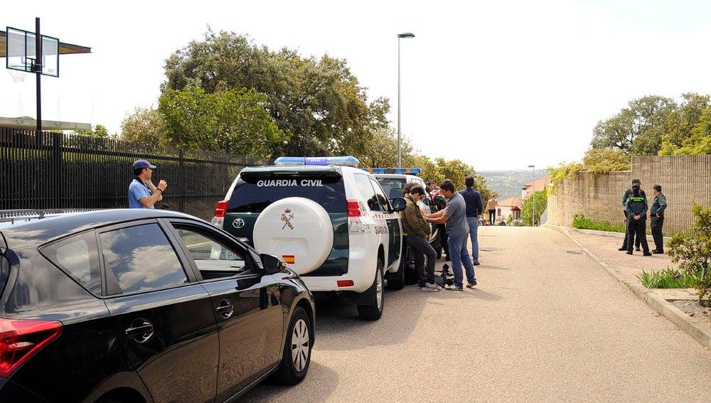 La Guardia Civil realizando sus investigaciones