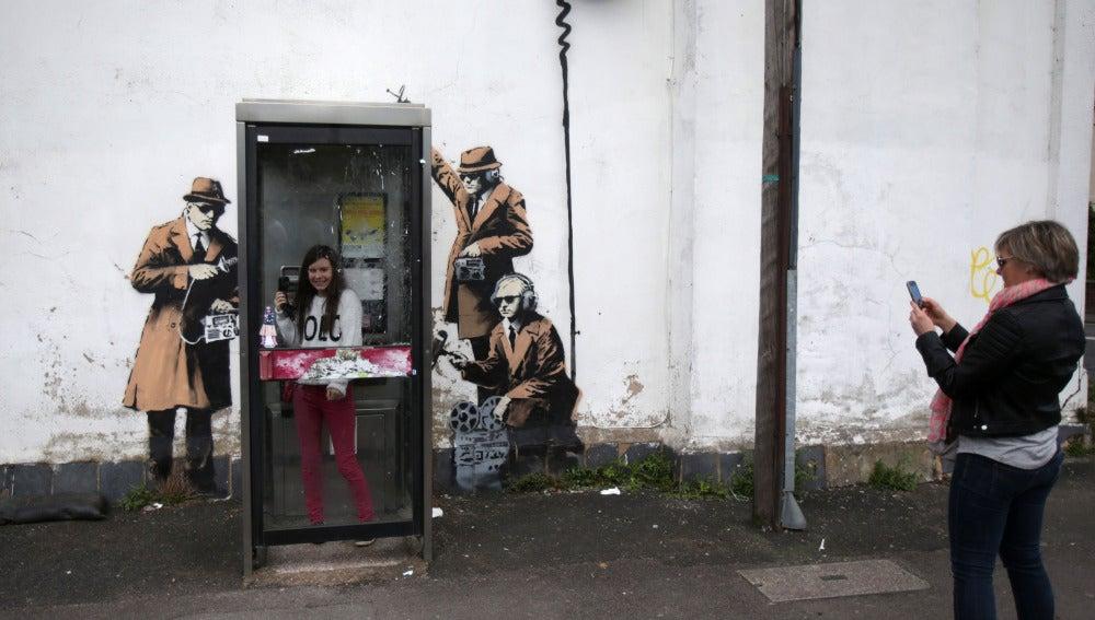 Mural callejero atribuido a Banksy