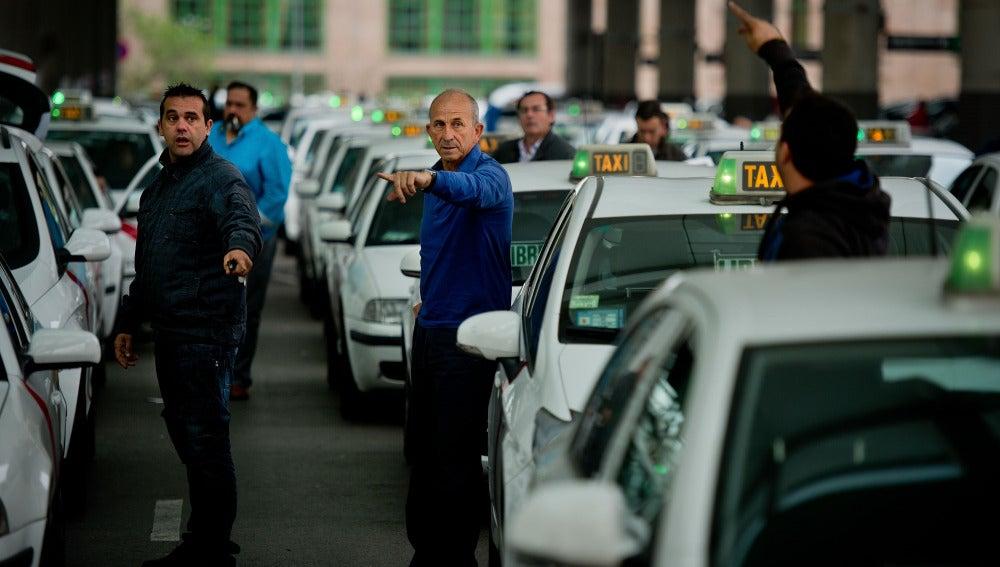 Taxistas en la estación de Atocha, en Madrid