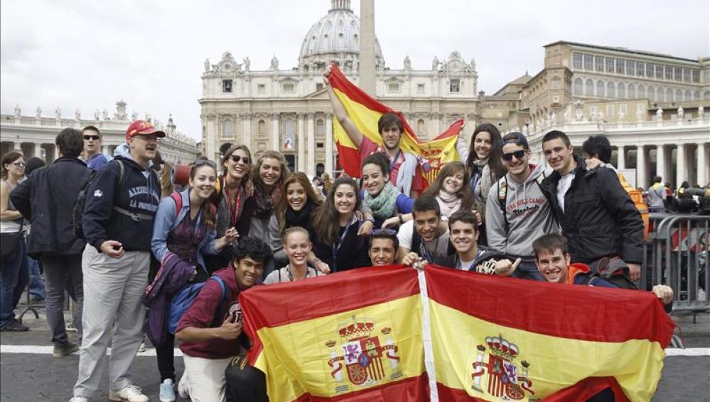 Jóvenes españoles en la canonización de los Papas