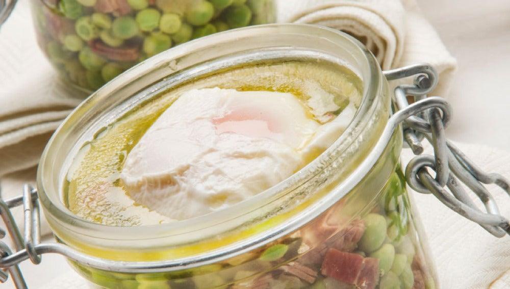 Delicias de guisantes y huevo