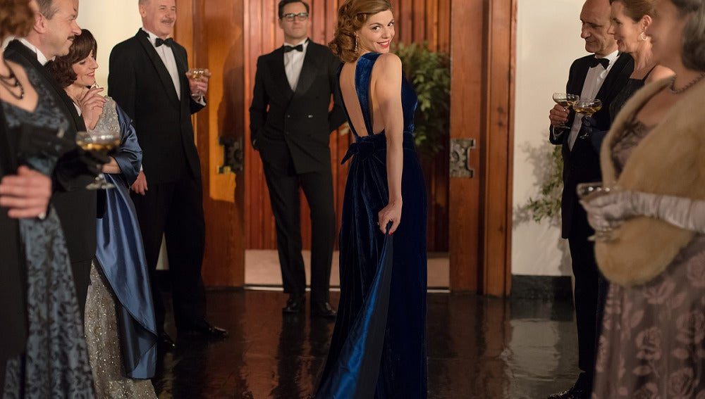Cristina luce un vestido de terciopelo azul