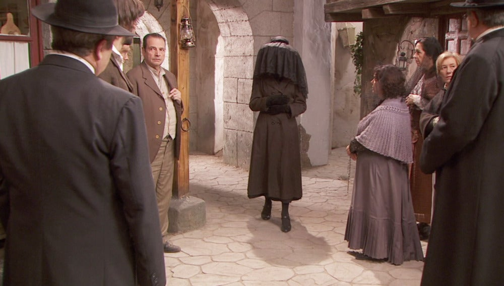 Jacinta vuelve a Puente Viejo camuflada como la hermana del fallecido Lesmes