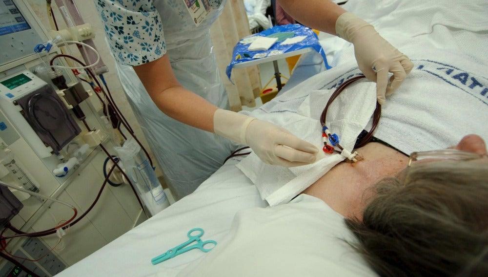 Un médico operando