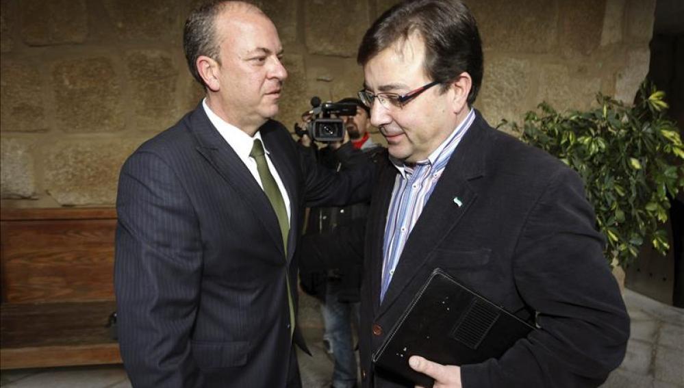 José Antonio Monago saluda a Guillermo Fernández Vara.