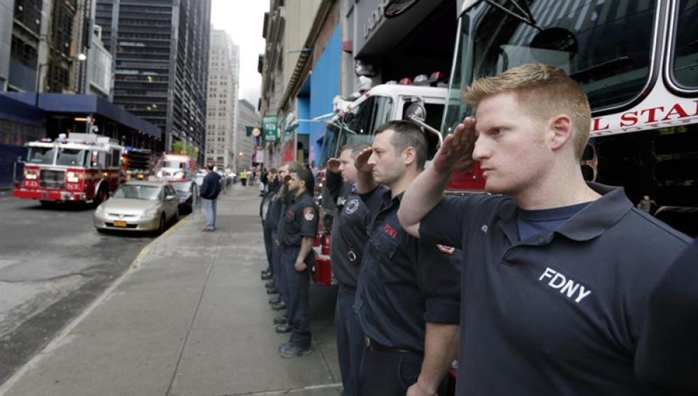 La Policía y los bomberos, presentes en el homenaje