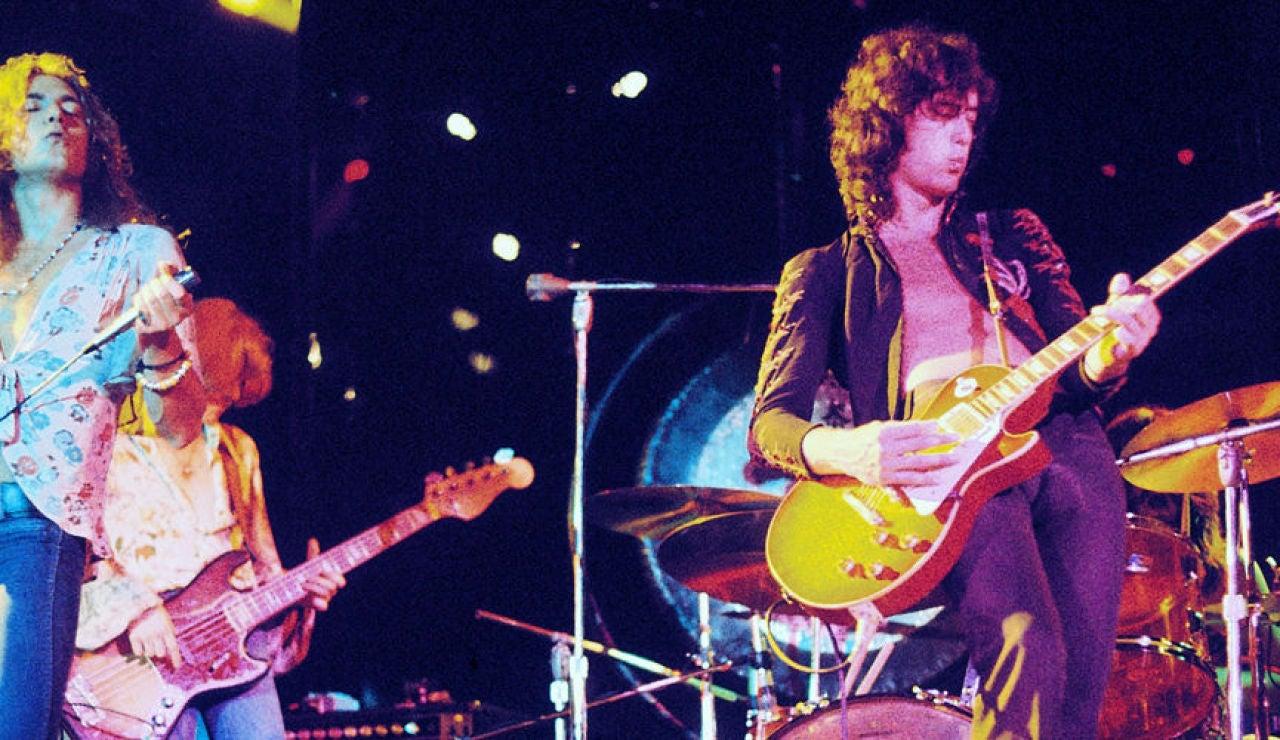 Led Zeppelin durante un concierto