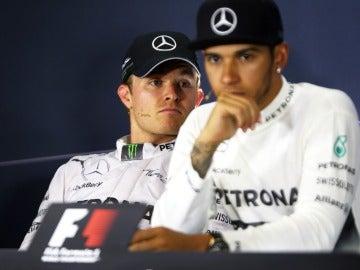 Rosberg y Hamilton en rueda de prensa