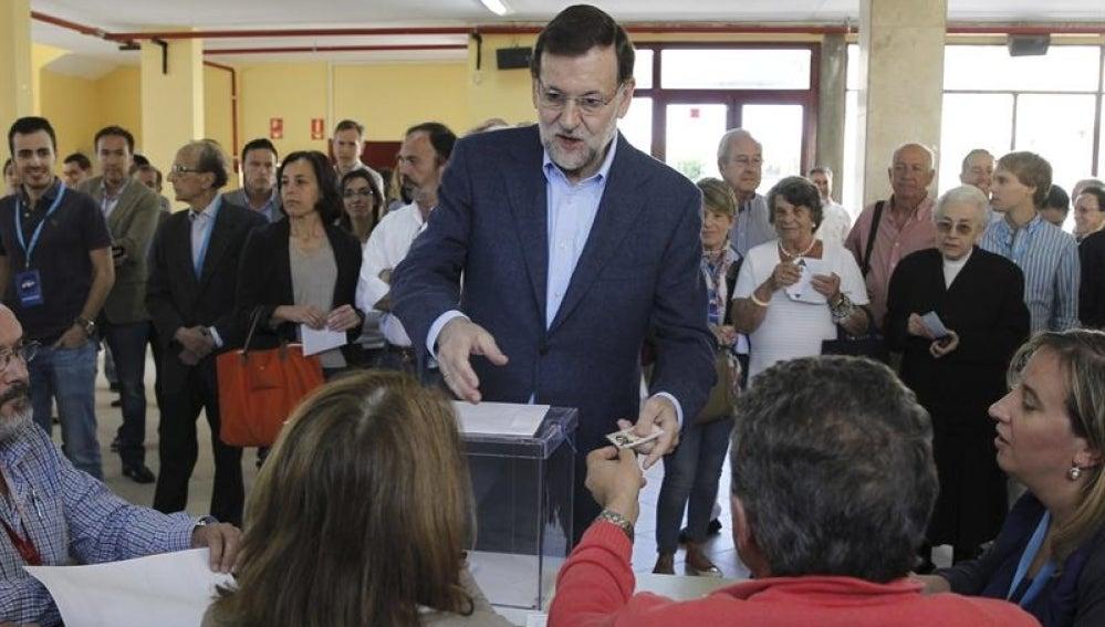 El presidente Rajoy ejerce su derecho al voto en Madrid.