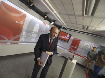 Alfredo Pérez Rubalcaba se dirge a los medios de comunicación