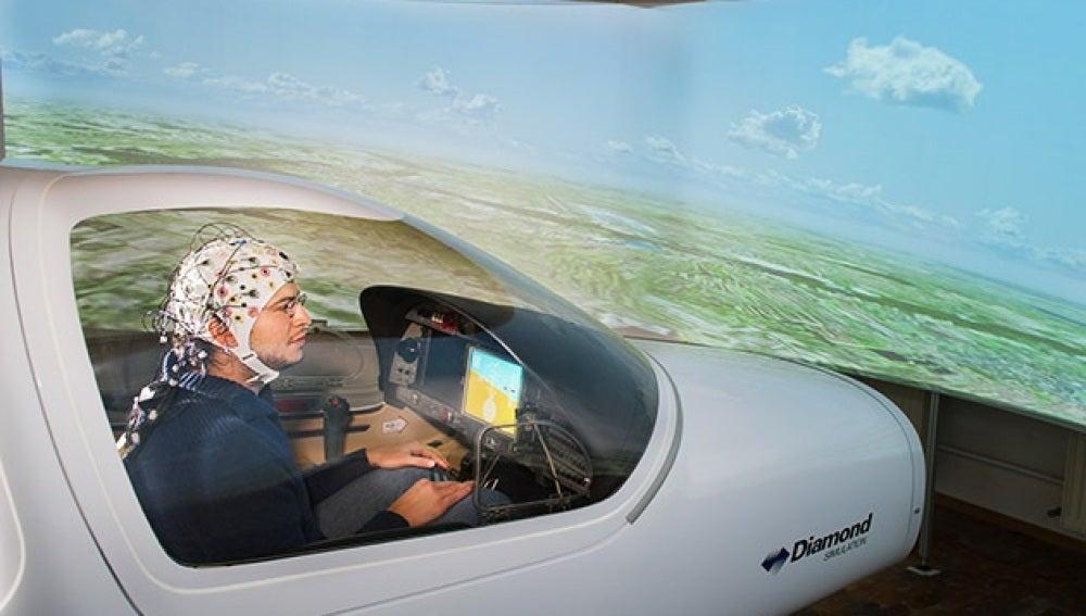 Un gorro que permite pilotar aviones con la mente
