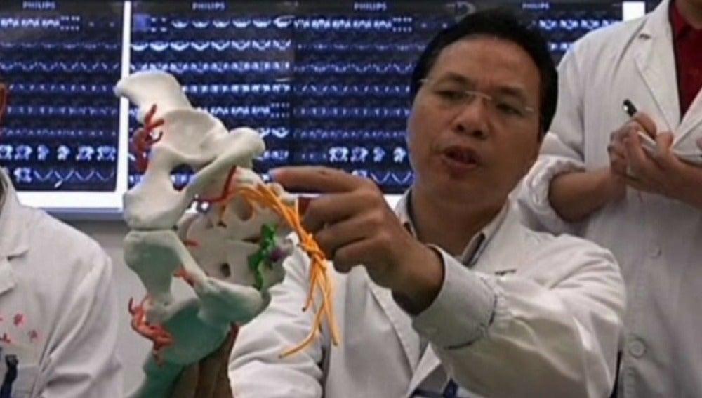 Realizan una operación de cadera utilizando una impresora 3D en Shangai