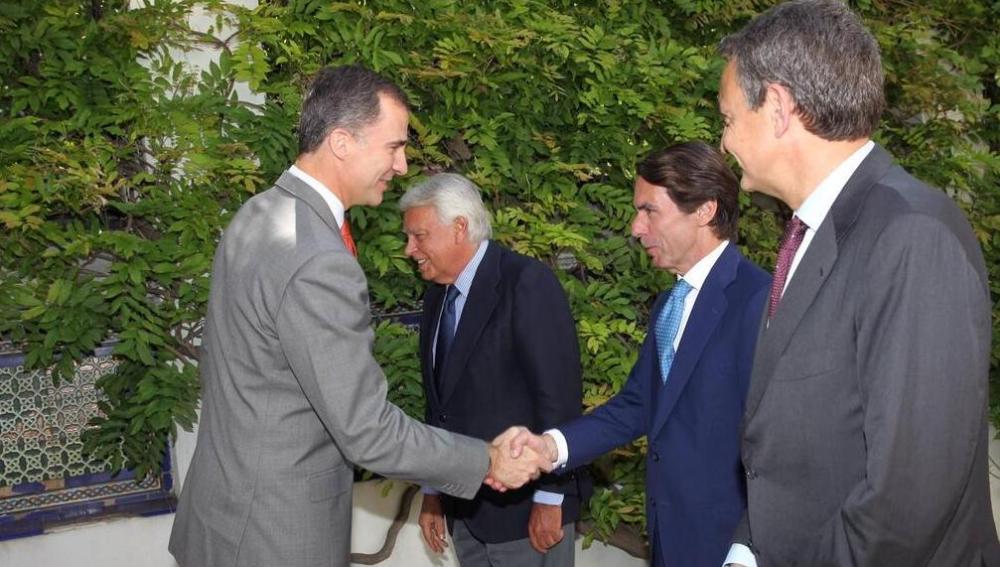 El Príncipe Felipe junto a Aznar, González y Zapatero