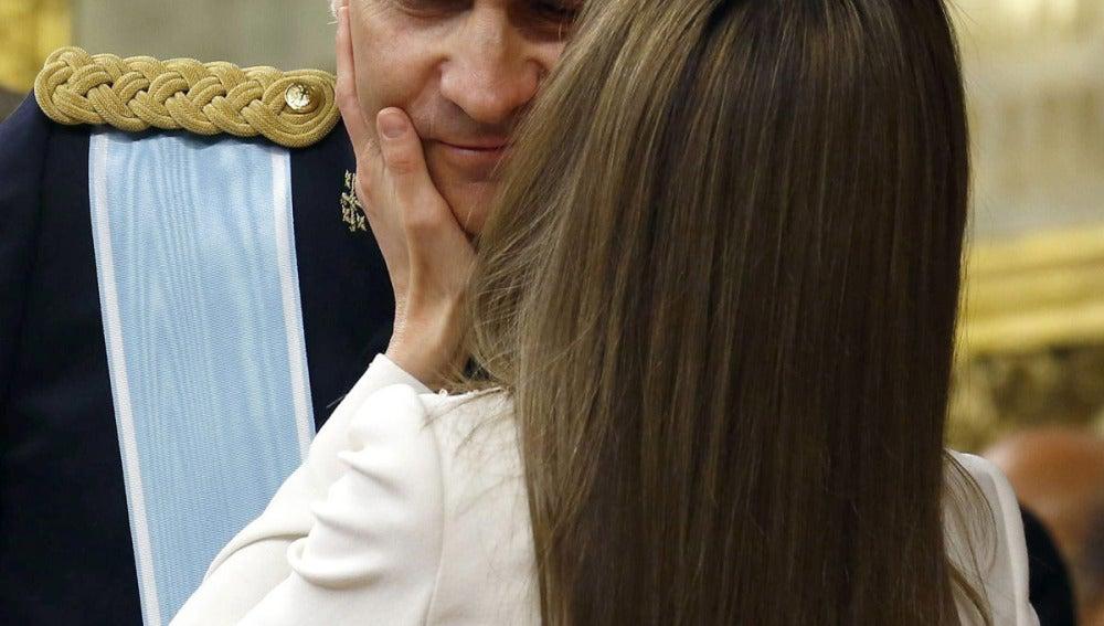 Primer beso de Felipe y Letizia como Reyes de España