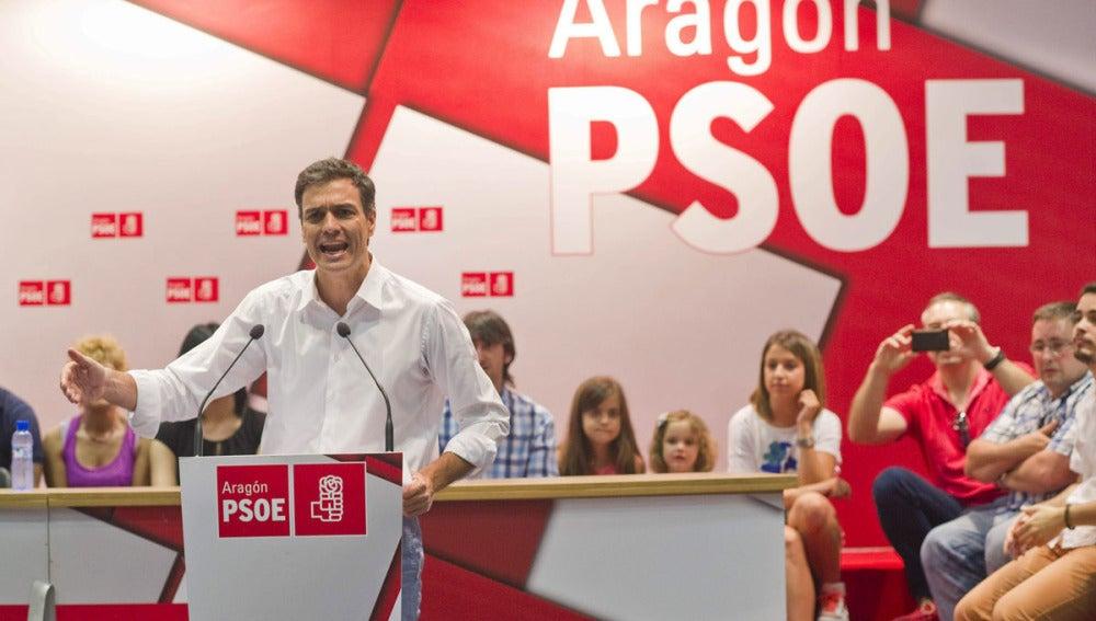 """Pedro Sánchez se dirige a militantes y simpatizantes durante un encuentro """"Unidos por el cambio"""" en Zaragoza"""