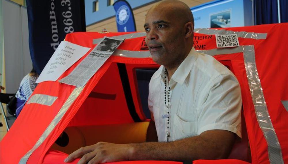 Aventurero estadounidense llega al Caribe tras cruzar el Atlántico a remo