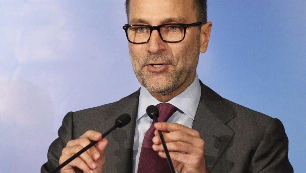 El embajador de EEUU, James Costos