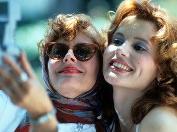 Susan Sarandon y Geena Davis en un fotograma de Thelma y Louise