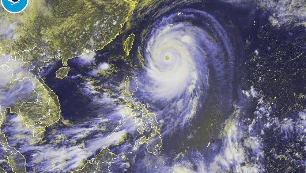 Se prevé que el tifón llegue al sur de Japón este martes