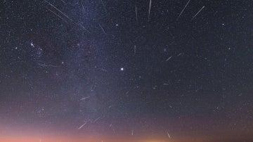 Meteoros de la lluvia de las Gemínidas donde se puede apreciar el concepto de radiante