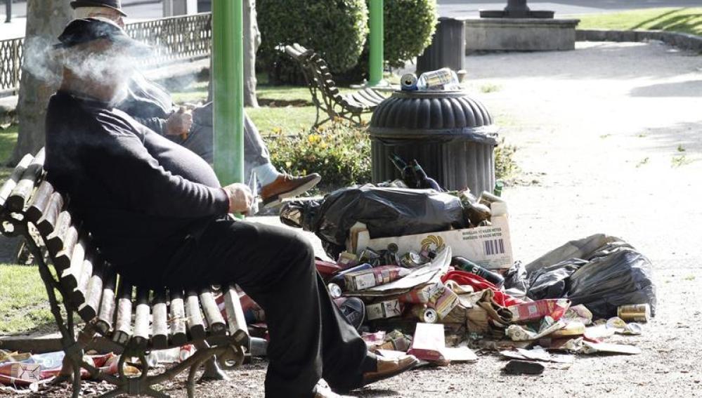 La basura se acumula en las calles de Lugo