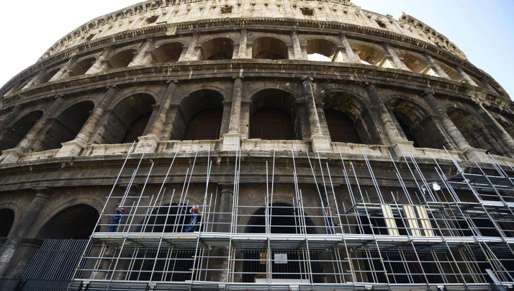 El Coliseo de Roma empieza a recuperar su color original