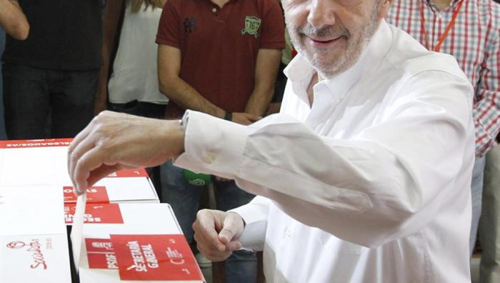 Rubalcaba votando