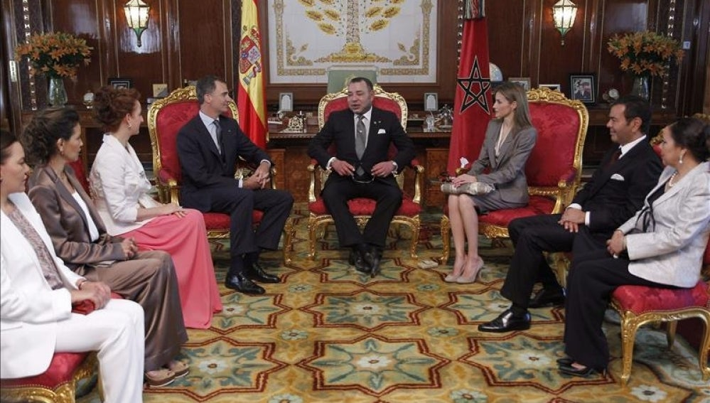 Los reyes Felipe y Letizia, junto a Mohamed VI