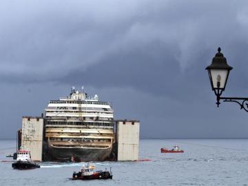 Trabajos de reflotamiento del buque Costa Concordia