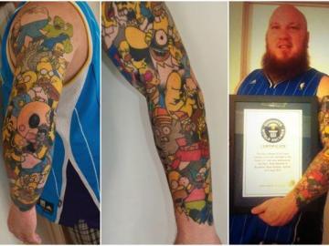 Lee Weird y sus tatuajes de Homer Simpson.