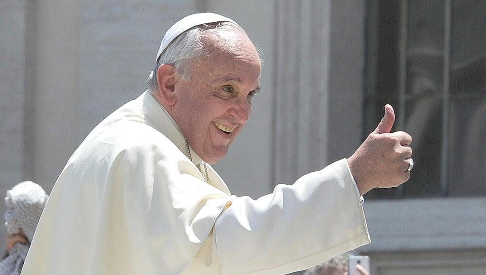 El Papa Francisco con gesto de aprobación
