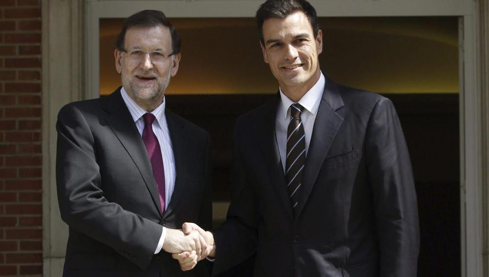 Mariano Rajoy recibe a Pedro Sánchez en la Moncloa