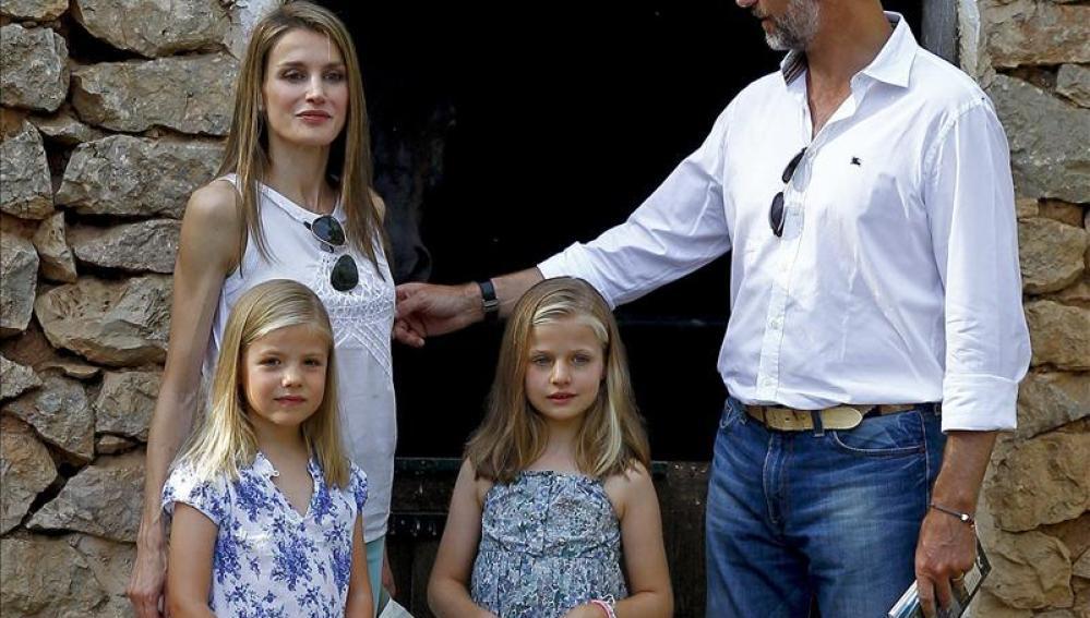 Felipe VI, la reina Letizia con sus hijas en Mallorca