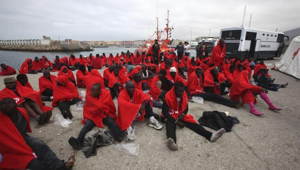 Más de 220 inmigrantes rescatados