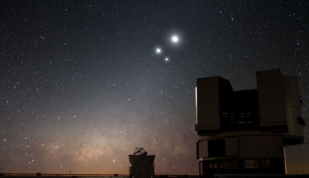 Conjunción de Venus, Júpiter y la Luna vista desde Paranal (Chile) en 2009