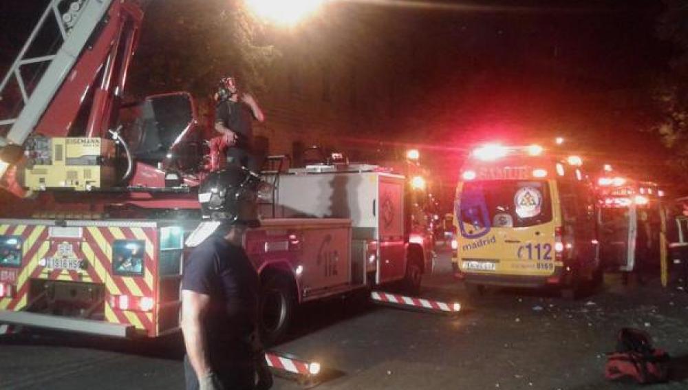 Herido un joven tras caerle parte de un balcón en Madrid