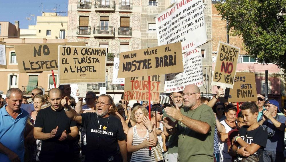 Vecinos de La Barceloneta reanudan las protestas