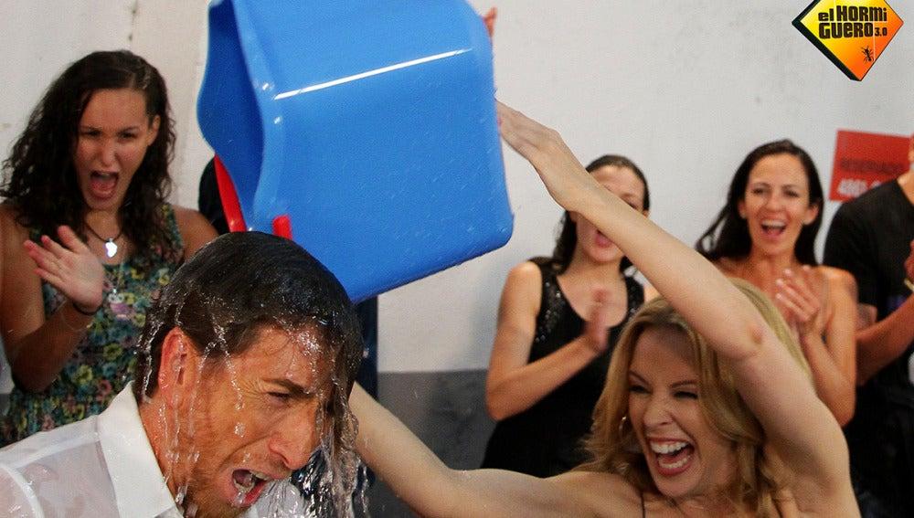 Pablo Motos realiza el Ice bucket challenge