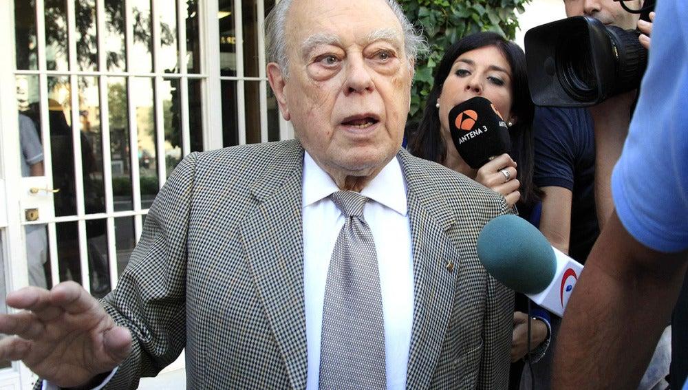 Jordi Pujol, saliendo de su domicilio
