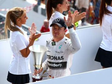 Rosberg saluda a la afición
